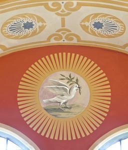 Neu gestaltetes Motiv: Taube mit Palmzweig als Symbol für den Heiligen Geist, Foto: Caparol Farben Lacke Bautenschutz/Martin Duckek