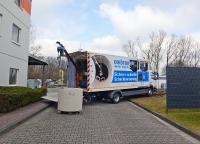 Blick auf die Ausstellungsfläche im Außenbereich und den MRT-Truck der MC-Bauchemie, mit dem Abwasserschächte automatisiert sowie schnell und effizient instand gesetzt werden können