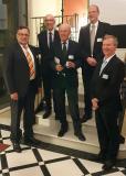 Dr. Jürgen Haase und Prof. Dr. Wolfgang Rosenstiel, Vorstandsmitglieder im edacentrum, Preisträger Prof. em. Dr. sc. techn. Heinrich Meyr mit den beiden Laudatoren Dr. Tim Kogel, Synopsys GmbH und Prof. Dr. Gerhard Fettweis, TU Dresden.