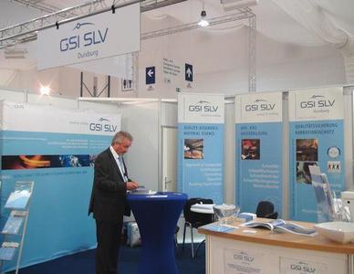 Letzte Vorbereitungen am Stand der GSI in Halle 3, Foto: DVS