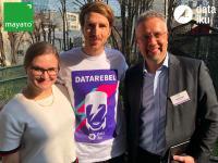 BU: Caroline Kleist (links) und Sven Hensen (rechts), beide mayato, zusammen mit Frederik Ström, Dataiku, auf dem Partner Day von Dataiku in Paris