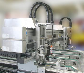 In the dispensing module of ecoContact, the conductive adhesive is applied using two dispensing heads at speeds of between 40 and 70 mm per seconds with continuous monitoring of the needles.