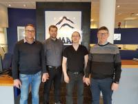 Das Vertriebsteam von Ísmar, von rechts nach links, besteht aus Jon Tryggvi Helgason - Geschäftsführer, Kjartan Thrainsson - Vertriebs- und Anwendungsingenieur, Sveinbjorn Sveinbjornsson und Gisli Svanur Gislason - Vertriebsleiter.