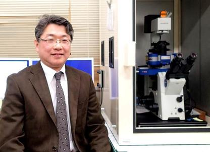 Professor Tomoyuki Kawase of Niigata University with his NanoWizard® 3 AFM system which features QI™ mode