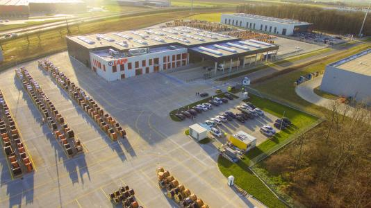 The new LAPP logistics centre has a total storage area of over 90,000 square metres