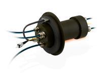 Auf Basis seiner Schleifringe entwickelt Servotecnica auch kundenspezifische Lösungen: In diesem Fall wurde ein ultraflacher Schleifring der Baureihe SVTS F mit einem Zettlex IncOder kombiniert