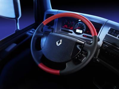 Das Sondermodell Renault Premium Trucks Racing zieren spezielle Rennaccessoires, unter anderem ein Lenkrad in rotem Leder