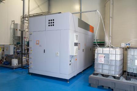 Die energieeffiziente vollautomatische Verdampferanlage ET 1500 von MKR Metzger kann pro Stunde 1500 Liter Prozesswasser verarbeiten.
