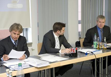 RA Werner Stolz, Holger Dahl und Holger Piening (v.l.) präsentierten die Ergebnisse des Sondierungsgesprächs