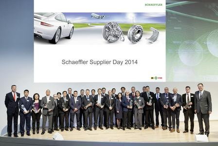 Schaeffler presented the company's 14 best global suppliers for production material with the Schaeffler Supplier Award. Oliver Jung, Chief Operating Officer (right) and Michael Hartig, Vice President Purchasing Schaeffler (left) congratulated the award winners
