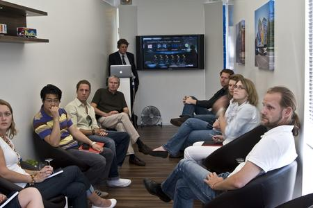 Besuch der Agentur Jost von Brandis (hinten links: Geschäftsführer Marcus Weischer)