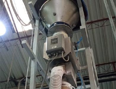 Der Sesotec Metallseparator RAPID VARIO-FS PRIMUS+ ist bei CIPSA direkt nach dem Trichter und vor dem Extruder installiert / Foto: Sesotec GmbH