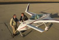 XCOR Aerospace: CEO u Chef-Aerodynamiker vor raketen-getriebenem Versuchsfahrzeug