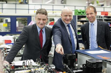 From left: Michael Groschek, Karl-Heinz Dost (Head of Production Vossloh Kiepe), Oliver Völlinger  (CEO Vossloh Kiepe)