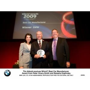 Tim Abbott receives Which? Best Car Manufacturer Award from Peter Vicary-Smith and Natasha Kaplinsky (06/2009)