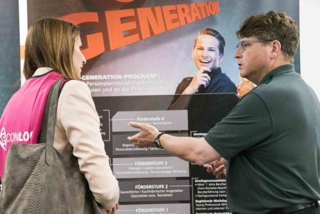 """Mit dem Förderprogramm """"Next Generation – vom Auszubildenden zum Geschäftsführer"""" unterstützt ELSEN Nachwuchskräfte bei der konzerninternen Karriereplanung (Foto: ELSEN)"""