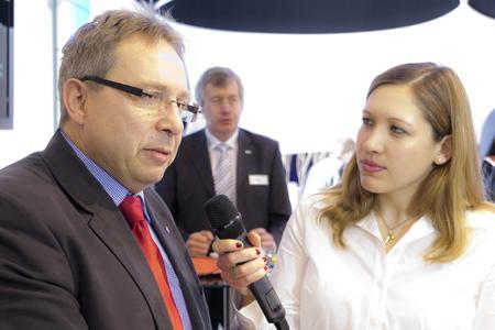 Jürgen Weidenbacher im Patricia Stasch - CURSOR-TV berichtet über das CRM-Projekt der SW Augsburg