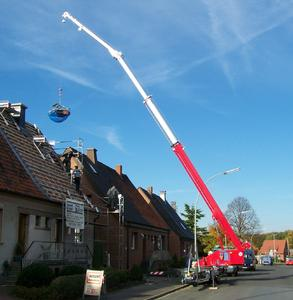 BÖCKER crane operation