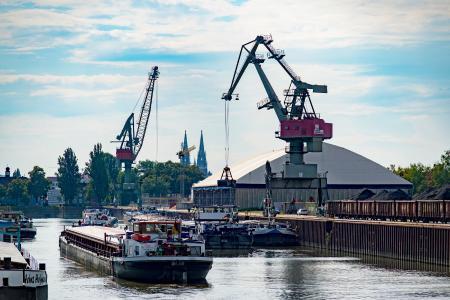 Bayernhafen Regensburg Güterumschlag 07 / 2018 Westhafen / Quelle: Bayernhafen GmbH & Co. KG