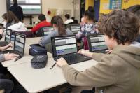 Schüler und Schülerinnen des Ritzefeld-Gymnasiums im digitalen Unterricht vor der Corona-Krise