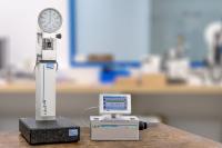 Der neue Universal Messuhren Prüfplatz UMP 3 für die schnelle, manuelle Prüfung von analogen und digitalen Messuhren