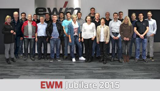 EWM freut sich über 25 Jubilare / 25 Mitarbeiter der EWM AG feiern in diesem Jahr ihr Jubiläum. Sie arbeiten seit 25, 20 oder zehn Jahren für das Unternehmen mit Stammsitz in Mündersbach (Foto: EWM AG)