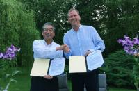 HIROSE-President Kazunori Ishii (left) and CEO Philip Harting are looking forward to their future cooperation