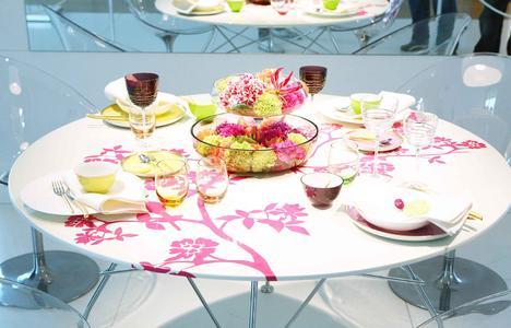 Dekorierter Tisch von LIVING AT HOME auf der eat'n STYLE. Foto: Klaus Knuffmann