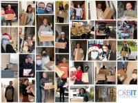 Mitarbeiter freuen sich über Weihnachtspakete