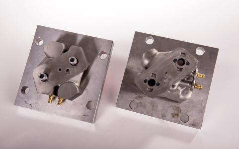 C 0: The new and improved 3D-printed mould has much smaller dimensions.
