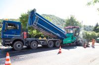Bei Asphalt ist es sehr wichtig, dass das Material zum richtigen Zeitpunkt auf der Baustelle ankommt.