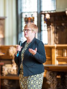 Rektorin Prof. Dr. Karin Luckey begrüßt die Erstsemester und Gäste
