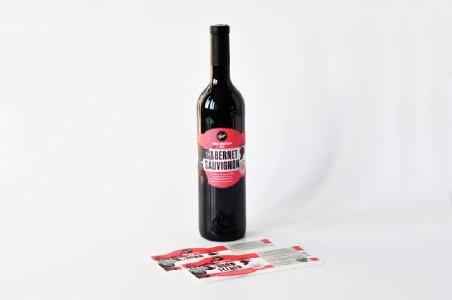 wie man etiketten auf flaschen klebt dynamic lines gmbh pressemitteilung. Black Bedroom Furniture Sets. Home Design Ideas