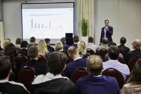 In Vorträgen und Workshops informierten Branchenexperten über aktuelle Trends im E-Commerce. (Foto: B+S)