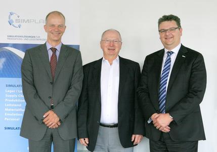 SimPlan-Vorstände Dr. Sven Spieckermann (links) und Dr. Harry Kestenbaum (rechts) mit dem Gründer des IKA Dresden, Prof. Dr.-Ing. habil. Joachim Hennig (mitte).