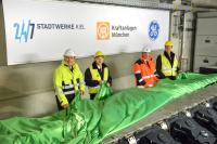 Unveiled  one of the 20 centerpieces of the coastal power plant K.I.E.L.: representatives of Stadtwerke Kiel, Kraftanlagen München and GE are pleased about the final delivery of the Jenbacher FleXtra gas engines. (photo: Stadtwerke Kiel AG)
