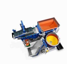 Walther Trowal liefert vollständige Anlagen einschließlich der Zu- und Abführung der Werkstücke, hier eine Zwei-Chargenanlage mit magnetischer Separierung / Bildrechte: Werksfotos Walther Trowal
