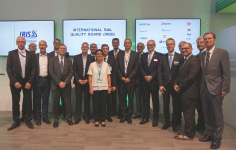 Auf der diesjährigen Bahn-Messe InnoTrans ist das International Railway Quality Board (IRQB) gegründet worden; Dr. Frank Brode (rechts), Vorstand Neue Technologien, unterzeichnete für HARTING