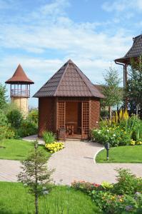Oase der Ruhe und Erholung: Die liebreizende Gartenanlage gehört zum Wellness-Hotel Beguschaya po volnam in Zhemchuzniy. (Foto: Achim Zielke)