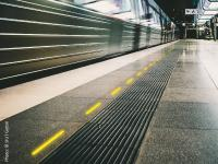 Mögliche Art der Anzeige: Information über den Besetzungsgrad in den Wagen über LED-Leuchten am Bahnsteig, zum Beispiel von der SIUT GmbH (Bild: SIUT GmbH)