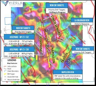 """Abbildung 1: Drohnengestützte Magnetic-Erkundung mit Bohrungen, kartierten Erzgängen und neuen EM-Zielen (gelbe 3D-""""Leiter"""" auf Oberfläche Projiziert) grafisch dargestellt und gekennzeichnet"""