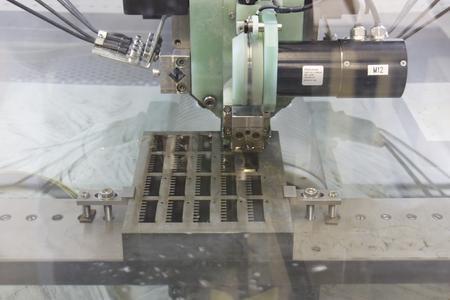 Rejlek fertigt auf der AC Progress VP4 unter anderem Formeinsätze für Steckkontakte für die Automobilindustrie mit Genauigkeiten von 2 bis 3 µ und Oberflächengüten von Ra = 0,2