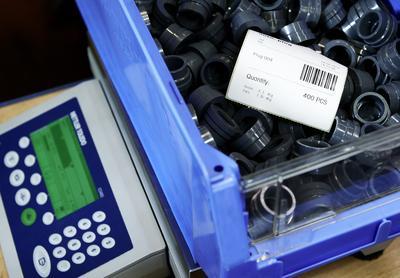 Auf schnelle Produktionen ausgelegt: Die Tischwaagen der neuen Serie ICS4_5 und 6_5 sind für eine Vielzahl an industriellen Wägeaufgaben prädestiniert