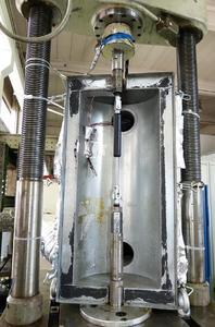 Bei Brunel Car Synergies in Bochum wurden die Gasfedern während der Versuchsreihe in einer Temperierkammer konstant auf 160° C erwärmt / Bildnachweise: ACE Stoßdämpfer GmbH und Brunel Car Synergies GmbH