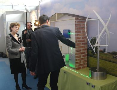 Vizepräsidentin der Europäischen Kommission, Neelie Kroes, beim Besuch auf der CeBIT