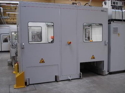 Die Bereitstellung der Teile in der ecoLoad als geordnete Werkstücke oder Schüttgut erfolgt in zwei abgesicherten Palettenstationen. Dies gewährleistet einen kontinuierlichen Betrieb auch während des Wechsels der Paletten.