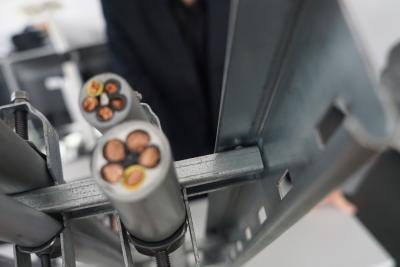 Die innovative Verschweißung der neuen, patentierten Sprosse direkt mit dem Untergurt der Leiter sorgt für eine stoffschlüssige, hochfeste Verbindung