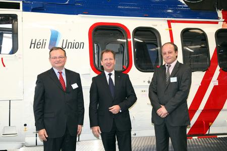 Left : Patrick MOLIS – Chaiman, CEO and Managing Director CNN (Compagnie Nationale de Navigation), Middle : Lutz Bertling, CEO Eurocopter, Right: Jean-Christophe SCHMITT – Chairman and CEO Héli-Union (© Copyright Eurocopter, Patrick Penna)