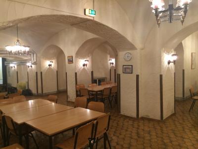 Wenig einladend: der Raum im ursprünglichen Zustand bedurfte dringend einer grundlegenden Sanierung, Fotos: Willi Fuchs Fotografie