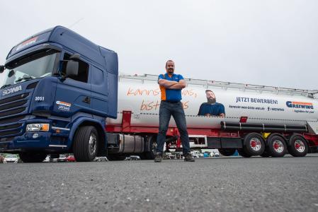 Fahrertrainer wie Ralf Möller sind bei GREIWING die ersten Ansprechpartner für Kraftfahrer und betreuen sie in den ersten Wochen besonders intensiv / Foto: GREIWING